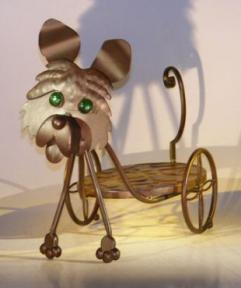 Metal Dog Garden Pot Holder with Moving Head and Tail.<br>21.0